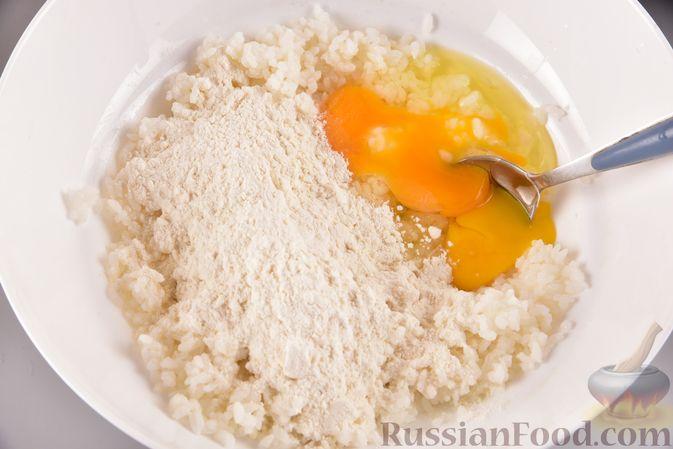 Фото приготовления рецепта: Рисовые оладьи с сыром - шаг №5