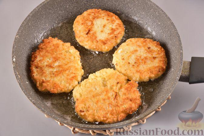 Фото приготовления рецепта: Рисовые оладьи с сыром - шаг №8