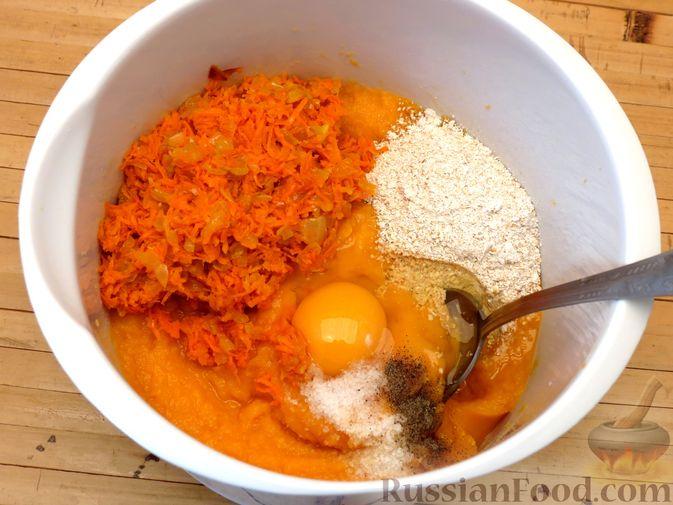 Фото приготовления рецепта: Котлеты из тыквы с картофелем - шаг №13