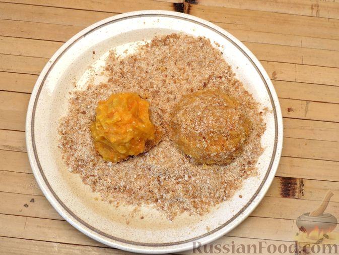 Фото приготовления рецепта: Котлеты из тыквы с картофелем - шаг №14