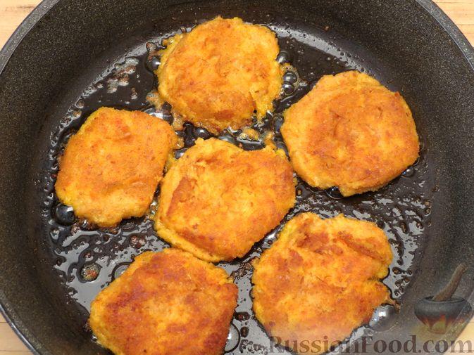 Фото приготовления рецепта: Котлеты из тыквы с картофелем - шаг №16