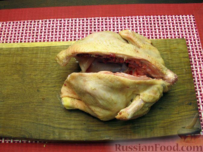 Фото приготовления рецепта: Цыплёнок табака (тапака) с лаймом - шаг №2