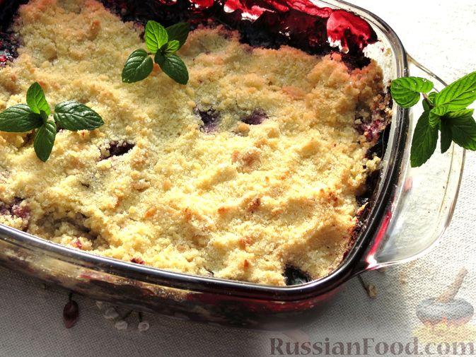 Фото к рецепту: Крамбл с ягодами