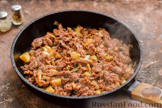 Фото приготовления рецепта: Запеканка из квашеной капусты, мясного фарша и риса - шаг №7