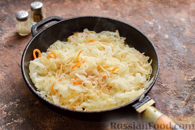 Фото приготовления рецепта: Запеканка из квашеной капусты, мясного фарша и риса - шаг №8