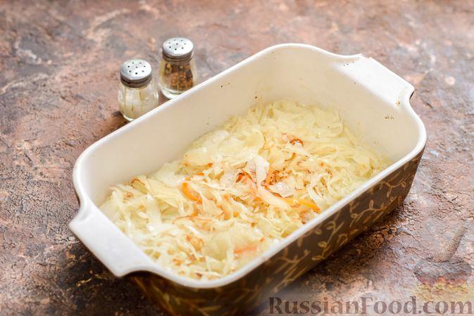 Фото приготовления рецепта: Запеканка из квашеной капусты, мясного фарша и риса - шаг №10