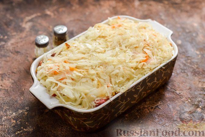 Фото приготовления рецепта: Запеканка из квашеной капусты, мясного фарша и риса - шаг №14