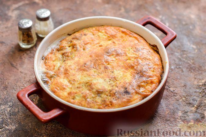Фото приготовления рецепта: Рыбная запеканка с грибами и сметанно-сырной заливкой - шаг №14