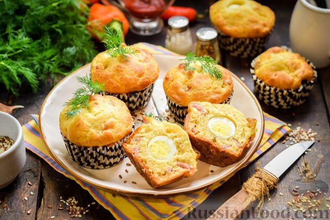 Фото к рецепту: Маффины с беконом и перепелиными яйцами