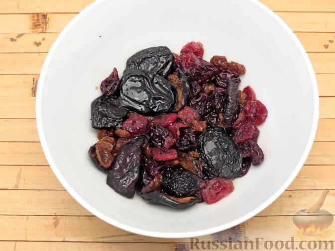 Фото приготовления рецепта: Мясной террин с сухофруктами (в духовке) - шаг №3