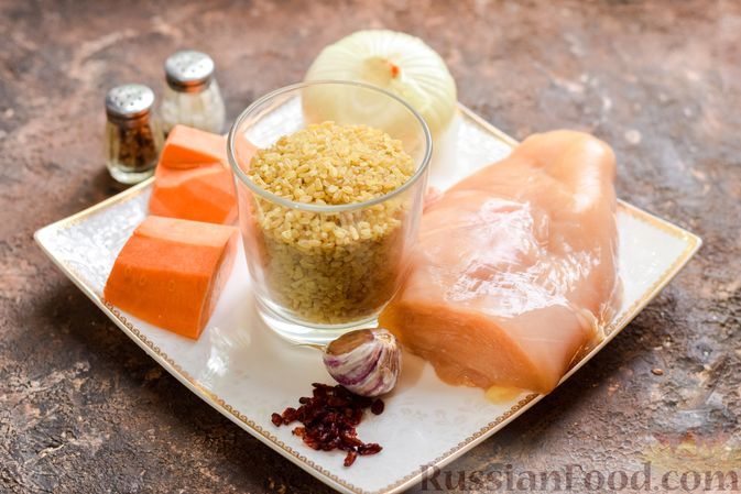 Фото приготовления рецепта: Куриное филе, запечённое с булгуром и овощами в рукаве - шаг №1