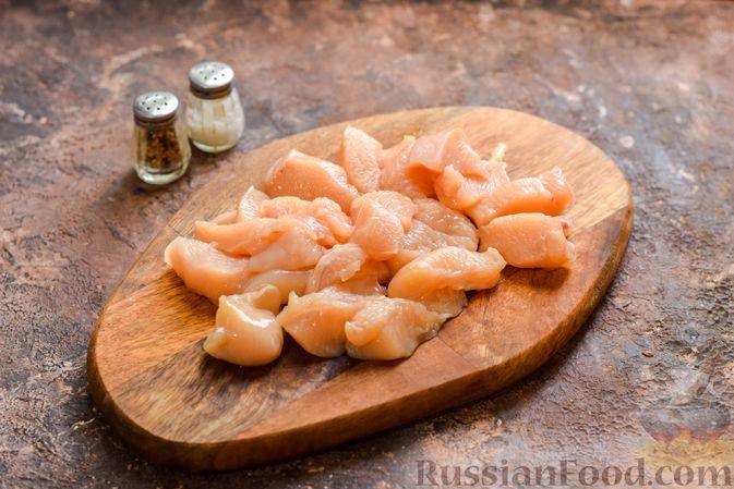 Фото приготовления рецепта: Куриное филе, запечённое с булгуром и овощами в рукаве - шаг №3