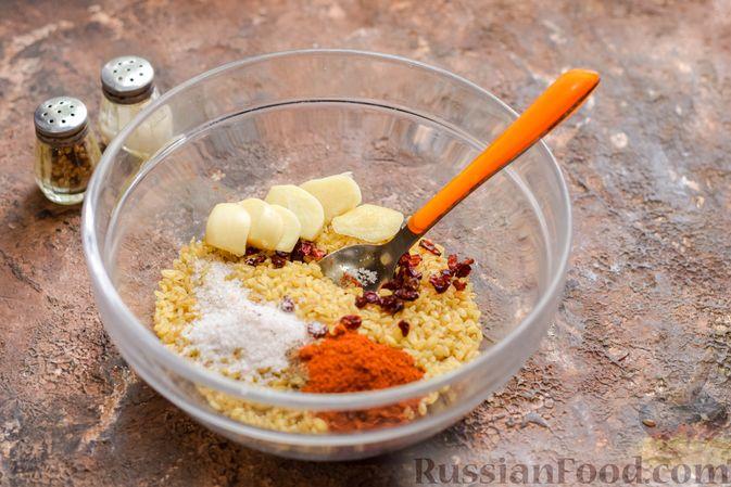 Фото приготовления рецепта: Куриное филе, запечённое с булгуром и овощами в рукаве - шаг №4