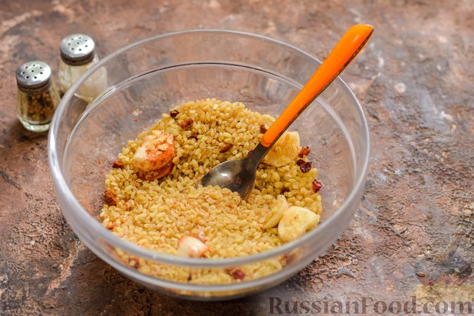 Фото приготовления рецепта: Куриное филе, запечённое с булгуром и овощами в рукаве - шаг №5