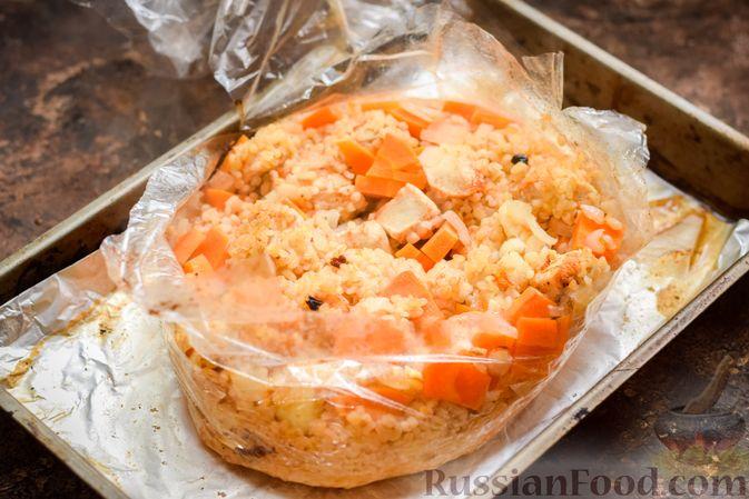 Фото приготовления рецепта: Куриное филе, запечённое с булгуром и овощами в рукаве - шаг №9