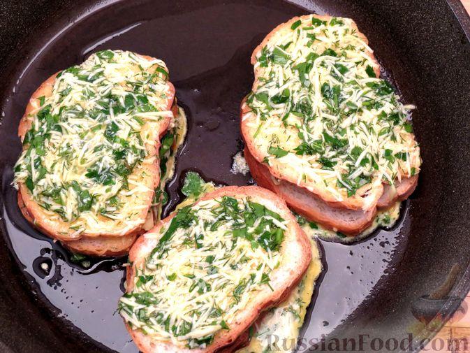 Фото приготовления рецепта: Горячие бутерброды (сэндвичи) с колбасой - шаг №7