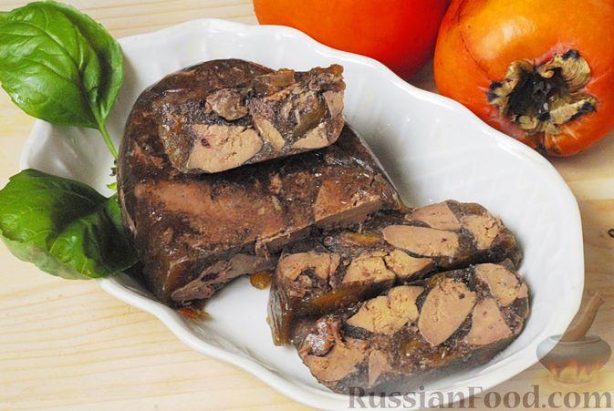 Фото приготовления рецепта: Террин из куриной печени с хурмой и виски - шаг №11