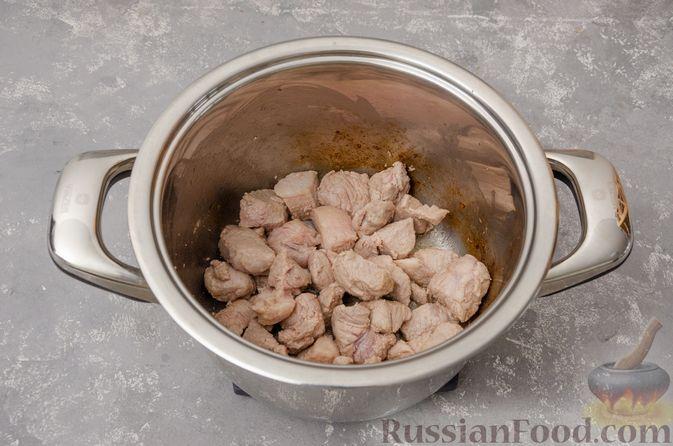 Фото приготовления рецепта: Жаркое со свининой, картошкой и тыквой - шаг №3