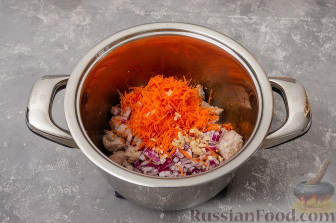 Фото приготовления рецепта: Жаркое со свининой, картошкой и тыквой - шаг №5