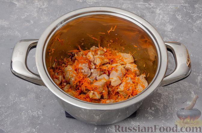 Фото приготовления рецепта: Жаркое со свининой, картошкой и тыквой - шаг №6