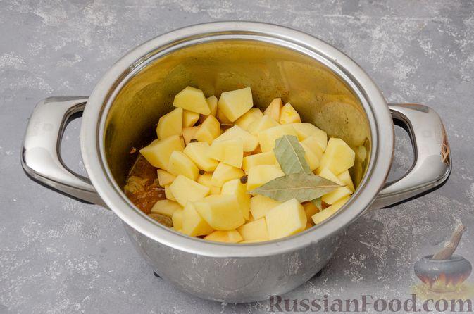 Фото приготовления рецепта: Жаркое со свининой, картошкой и тыквой - шаг №8