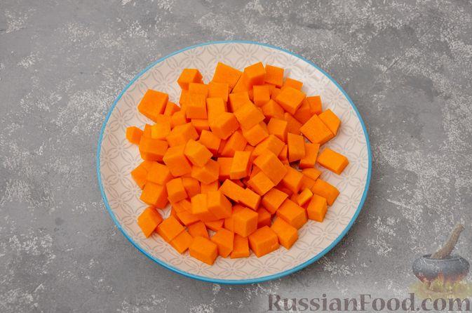 Фото приготовления рецепта: Жаркое со свининой, картошкой и тыквой - шаг №10