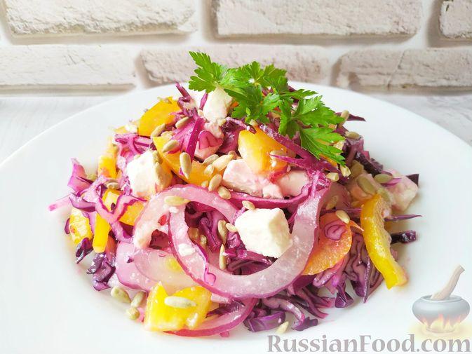 Фото приготовления рецепта: Салат из краснокочанной капусты с фетой, сладким перцем и семечками подсолнуха - шаг №10