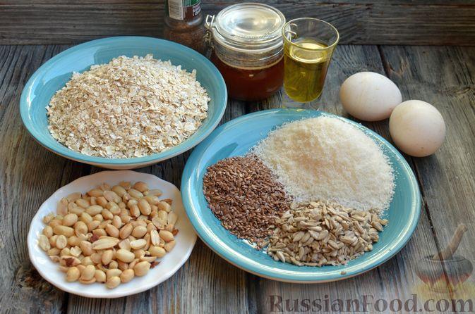 Фото приготовления рецепта: Гранола с арахисом, семечками, кокосовой стружкой и яичными белками - шаг №1