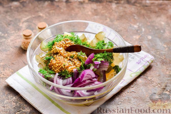 Фото приготовления рецепта: Картофельный салат с маринованными огурцами, луком и горчичной заправкой - шаг №7