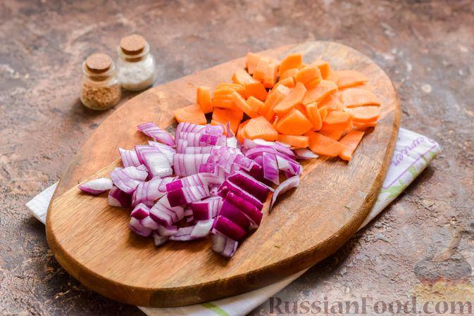 Фото приготовления рецепта: Рыбный суп из консервов, с пшеном - шаг №4