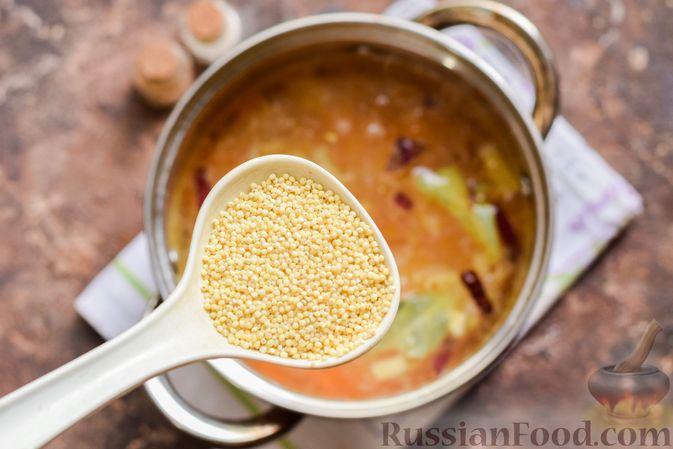 Фото приготовления рецепта: Рыбный суп из консервов, с пшеном - шаг №6