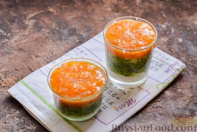 Фото приготовления рецепта: Творожный десерт с киви и хурмой - шаг №9