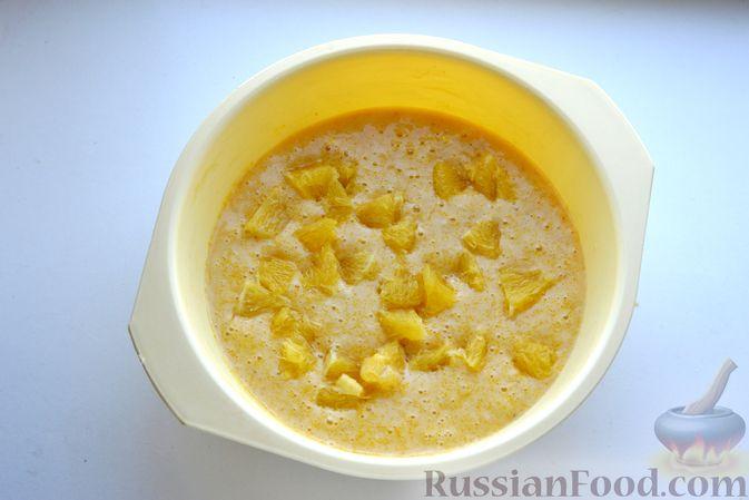 Фото приготовления рецепта: Пирог на кефире, с кукурузной крупой и апельсином - шаг №8