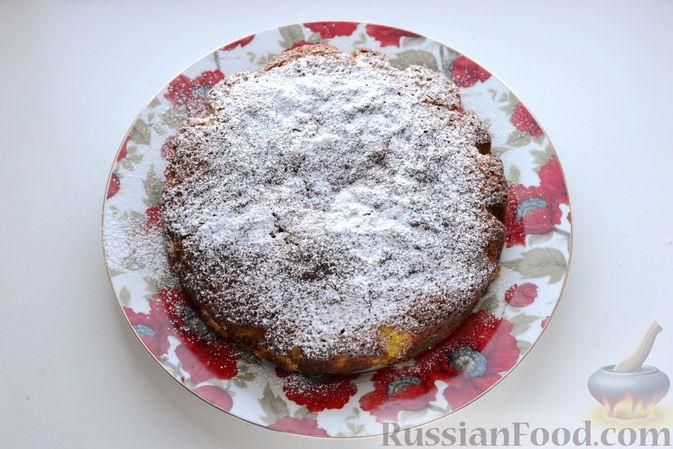 Фото приготовления рецепта: Пирог на кефире, с кукурузной крупой и апельсином - шаг №11