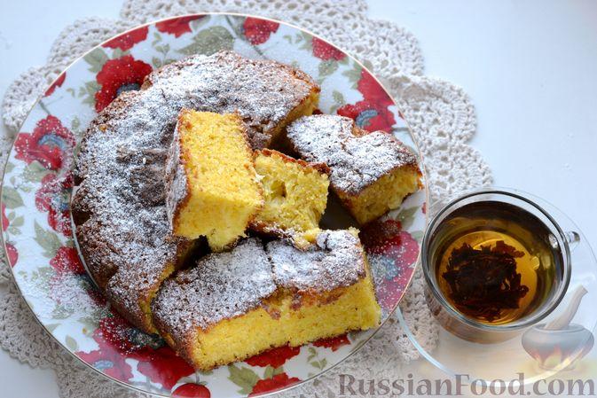 Фото приготовления рецепта: Пирог на кефире, с кукурузной крупой и апельсином - шаг №13