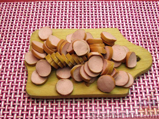 Фото приготовления рецепта: Запеканка из макарон с сосисками и сыром - шаг №5
