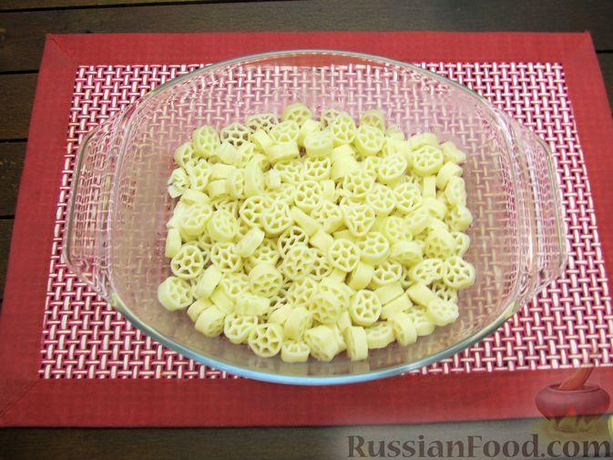 Фото приготовления рецепта: Запеканка из макарон с сосисками и сыром - шаг №6