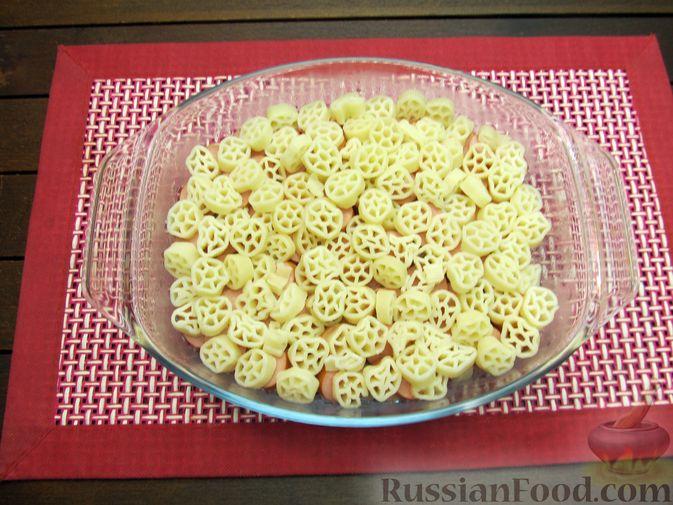 Фото приготовления рецепта: Запеканка из макарон с сосисками и сыром - шаг №8