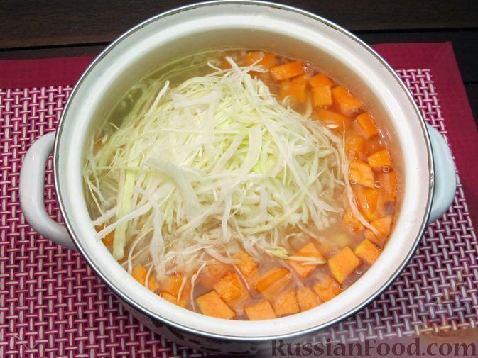 Фото приготовления рецепта: Щи с тыквой и фасолью - шаг №16