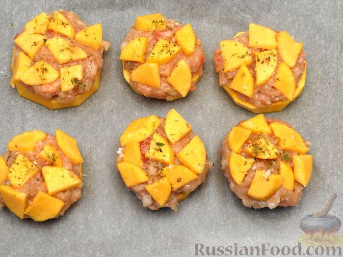Фото приготовления рецепта: Запечённая тыква с куриным фаршем и помидорами - шаг №9