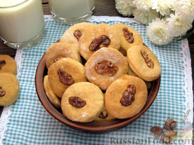 Фото к рецепту: Банановое печенье с орехами