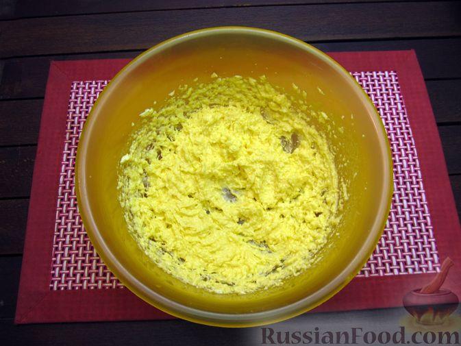 Фото приготовления рецепта: Банановое печенье с орехами - шаг №6