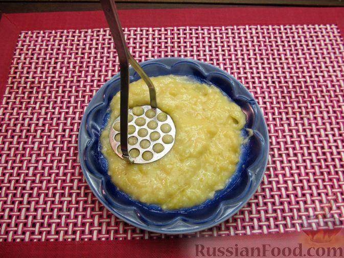 Фото приготовления рецепта: Банановое печенье с орехами - шаг №7