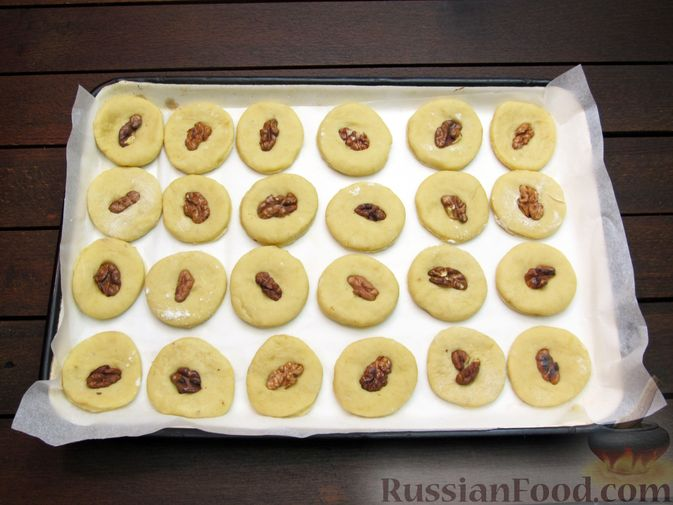 Фото приготовления рецепта: Банановое печенье с орехами - шаг №14