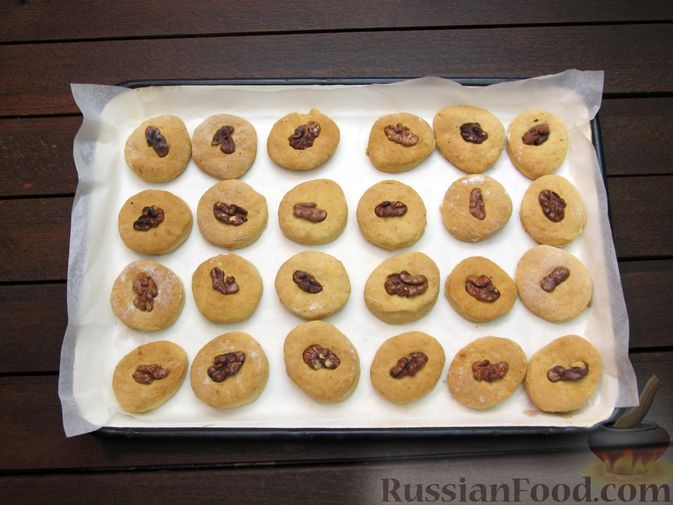 Фото приготовления рецепта: Банановое печенье с орехами - шаг №15