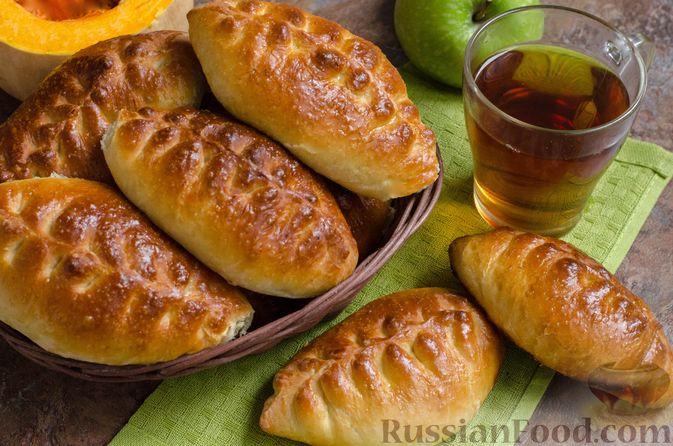 Фото к рецепту: Сдобные пирожки с яблоками и тыквой