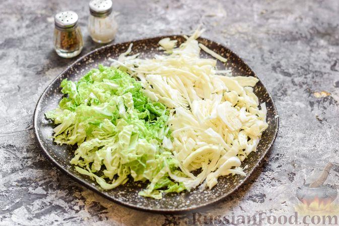 Фото приготовления рецепта: Борщ с белокочанной, цветной и пекинской капустой - шаг №7