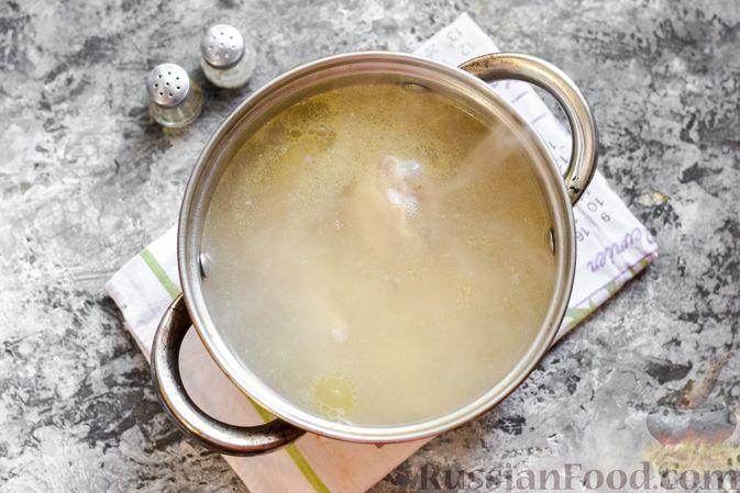 Фото приготовления рецепта: Борщ с белокочанной, цветной и пекинской капустой - шаг №3