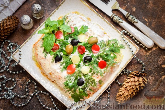 """Фото к рецепту: Салат """"Селедка под шубой"""" с грибами и морковью"""
