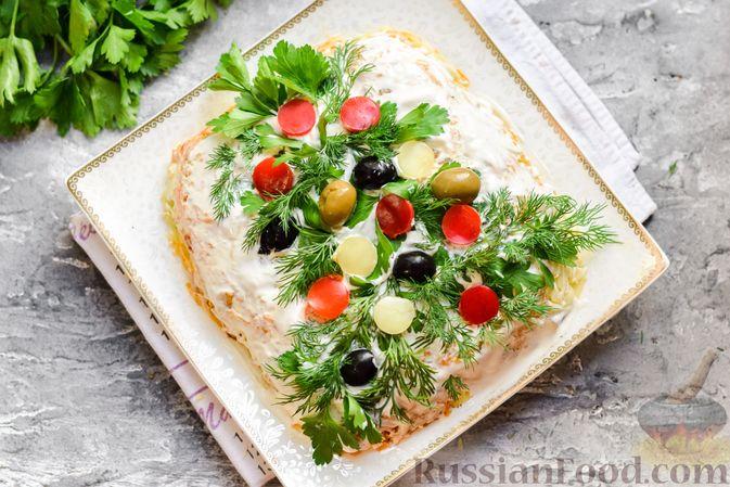 """Фото приготовления рецепта: Салат """"Селедка под шубой"""" с грибами и морковью - шаг №18"""